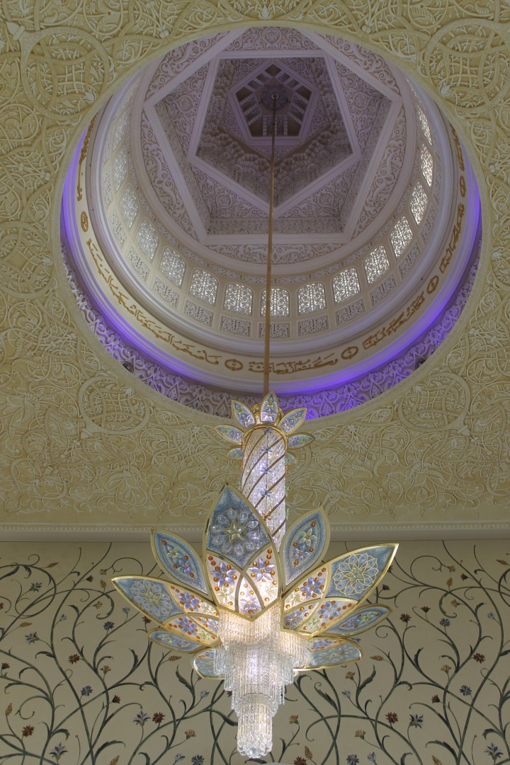 Chandeliers in Grand mosque in Abu Dhabi1