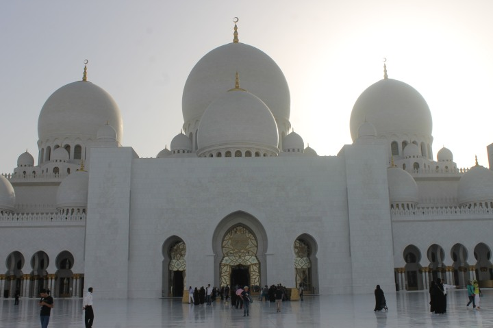 Grand mosque in Abu Dhabi1