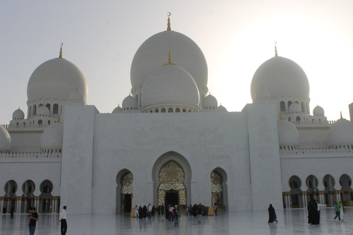 Grand mosque in Abu Dhabi1