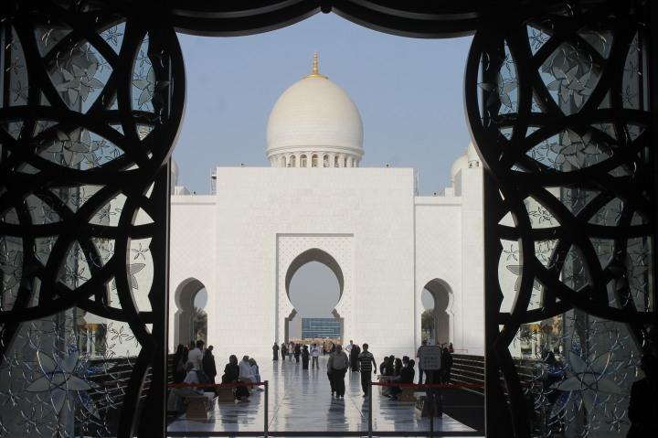 Grand mosque in Abu Dhabi2
