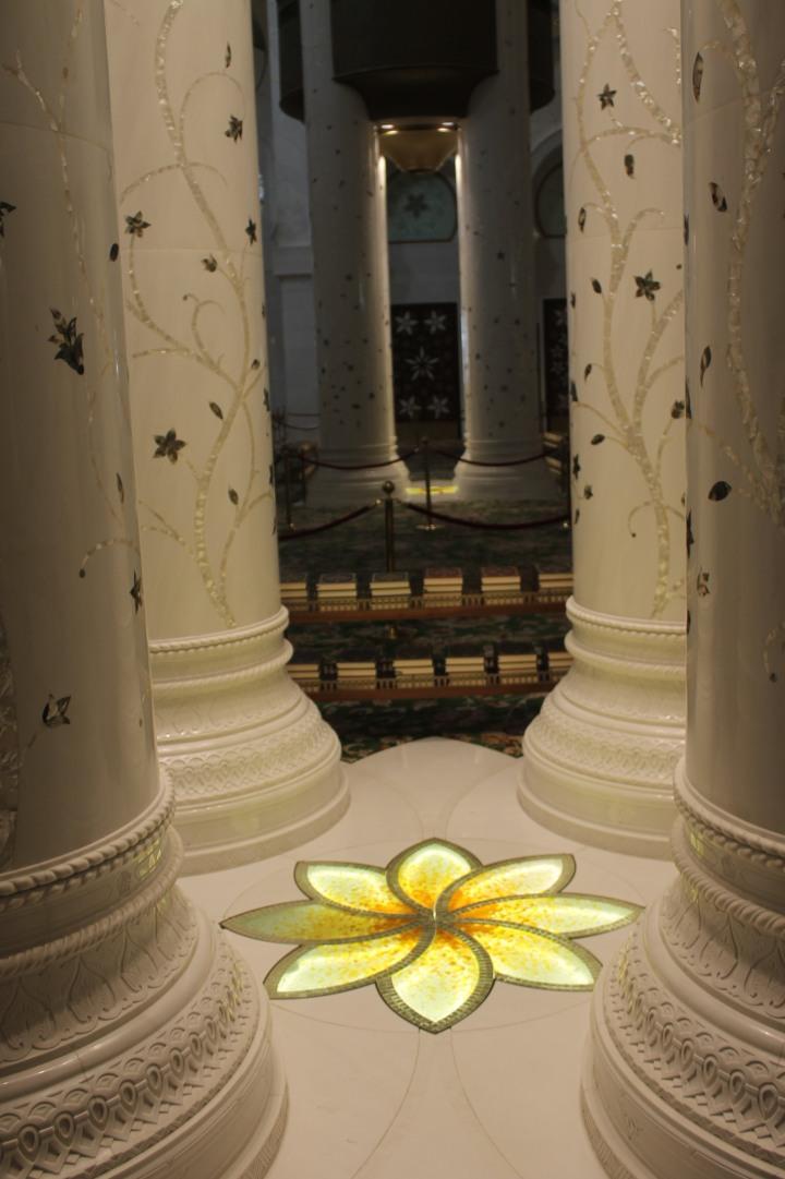 Qu'ran in Grand mosque in Abu Dhabi1