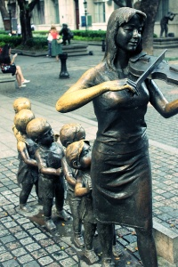 Shamian Island Bronze statue 2