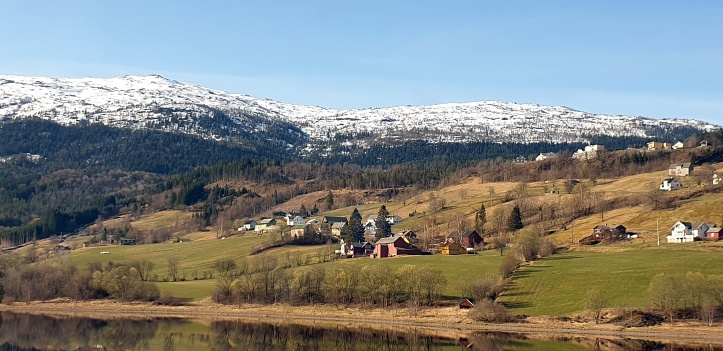 A village between Bergen and Myrdal.jpg